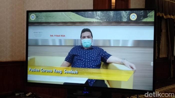 Dua pasien positif corona di Rumah Sakit Universitas Airlangga (RSUA) dinyatakan sembuh. Termasuk Kepala Kantor Kesehatan Pelabuhan (KKP) Kelas I Surabaya di Juanda, dr Muhammad Budi Hidayat.