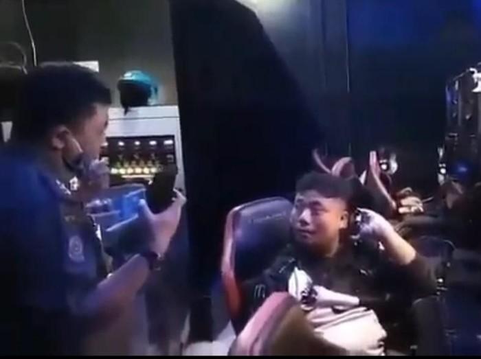 Gamers di Bandung Tertawakan Aparat