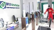 BPJS Kesehatan Palangkaraya Semprot Disinfektan Area Layanan Publik