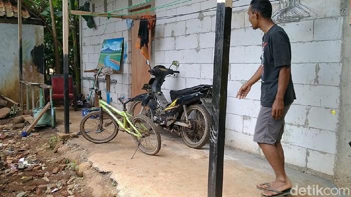 Rumah terduga teroris yang ditangkap Densus 88 di Batang, Kamis (26/3/2020).