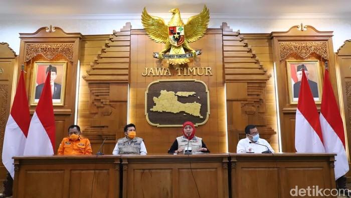 Gubernur Jawa Timur Khofifah jumpa pers di grahadi