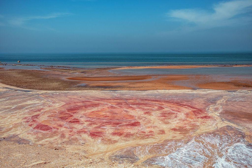 Pantai yang Sungguh Berwarna Merah