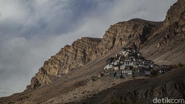 Dalai Lama sering mengunjungi Key Monastery yang merupakan biara favoritnya untuk bermeditasi.