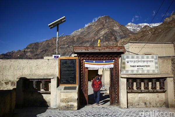 Tabo Monastery yang merupakan biara tertua di India yang berdiri sejak 996 SM.
