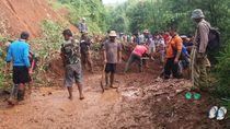 Longsor Tutup Akses 4 Desa di Bandung Barat
