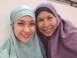 Bunga Citra Lestari Jual Hijab dengan Tag Berlapis Emas