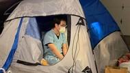Kisah Dokter Tinggal di Tenda Garasi Rumah, Lindungi Keluarga dari Corona