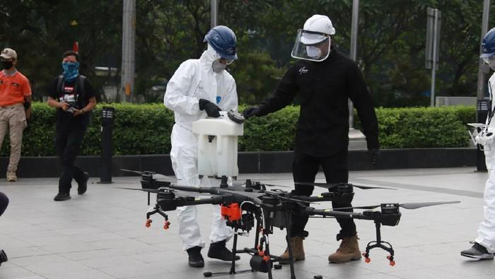 Penyemprotan disinfekta di Jaksel menggunakan drone