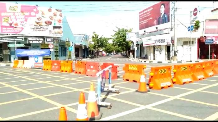 Akses ke alun-alun Kota Tegal ditutup