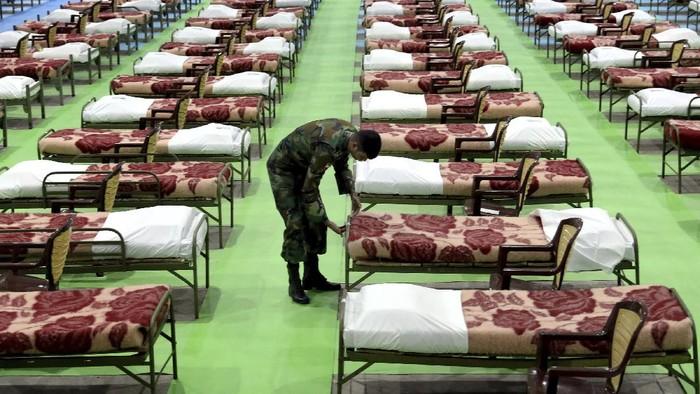 Wabah virus Corona berdampak cukup besar di Iran. Guna memberikan perawatan maksimal bagi pasien COVID-19, Iran rombak gedung pertemuan jadi RS Darurat Corona.