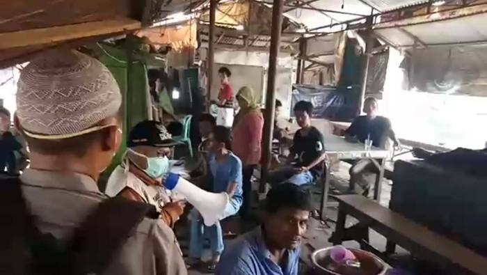 Polisi Bubarkan Warga di Warkop di Jambi