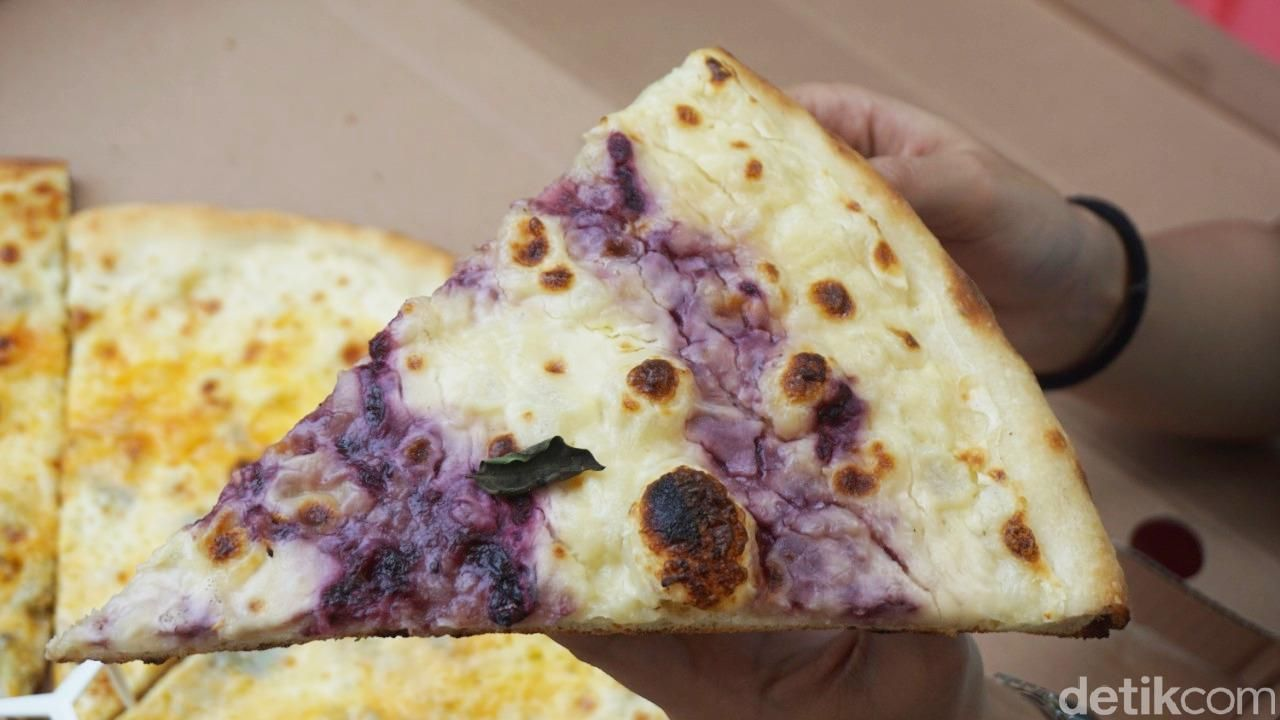 Pizzza Dealer: Mantap! Pizza Gaya New York dengan Mixed Berries yang Segar