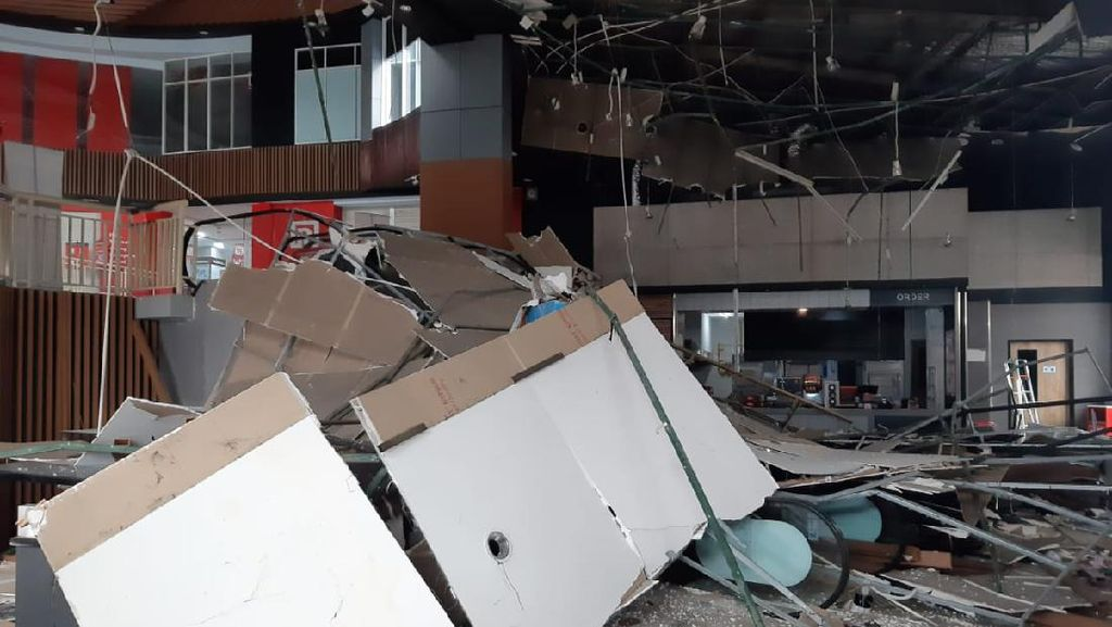 Video Atap Plafon Bekasi Junction Roboh, 7 Orang Terluka