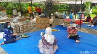 Saat Pokak dan Telur Rebus Jadi Penambah Stamina Melawan Corona di Surabaya