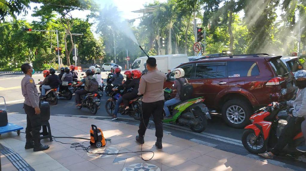 Mobil yang Melintasi Perbatasan Sukabumi Akan Disemprot Disinfektan