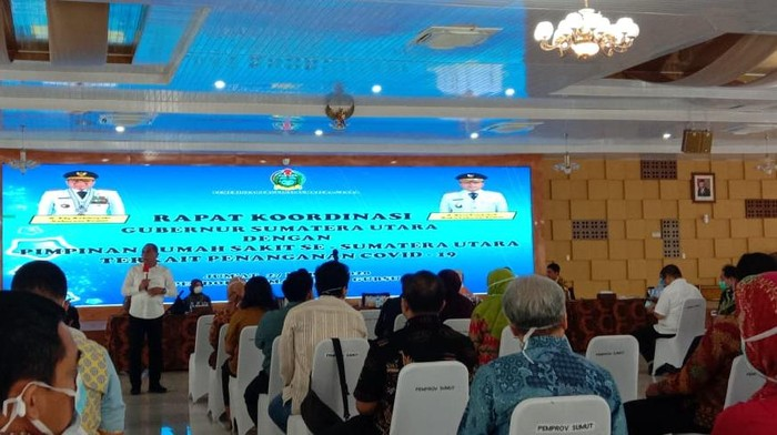 Foto Gubsu Edy saat Rapat dengaan RS se-Sumatera