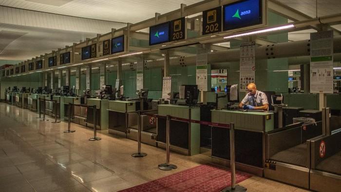 Wabah Corona turut berdampak pada aktivitas penerbangan di dunia. Sejumlah bandara di Eropa kini sepi karena virus Corona yang merebak ke berbagai negara dunia.
