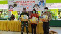 Pertamina Bagikan Masker hingga Alat Disinfeksi ke Warga Tuban