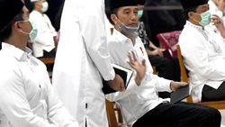 Video: Jokowi Tahlilan Berjarak Untuk Almarhumah Ibundanya