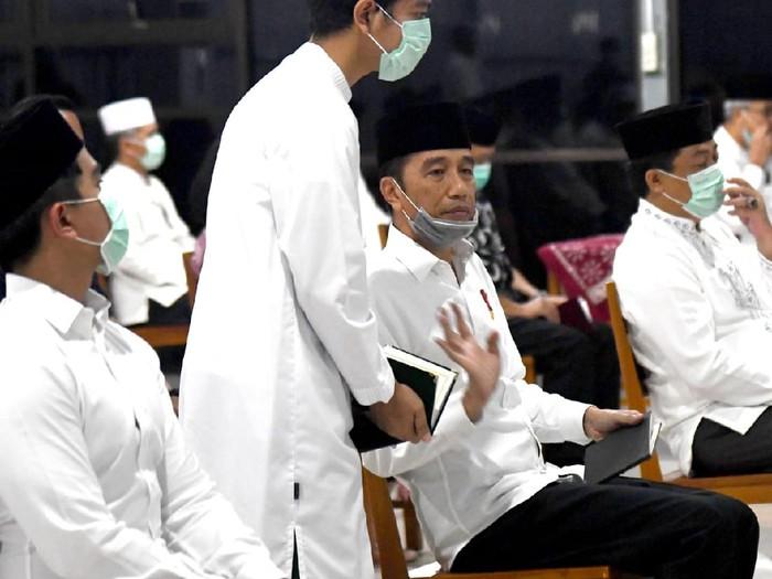 Jokowi Tahlilan