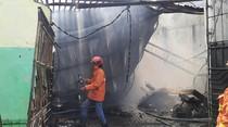 Kebakaran Ludeskan 6 Motor dan 4 Bangunan di Manyar Diduga Korsleting Listrik