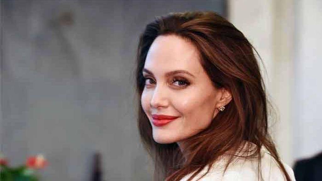 Angelina Jolie Sumbang Rp 16 Miliar Untuk Anak Kelaparan Saat Wabah Corona