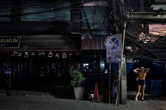 Thailand menambah deretan negara yang terapkan lockdown guna cegah penyebaran Corona. Industri hiburan dan pariwisata turut terdampak kebijakan tersebut.