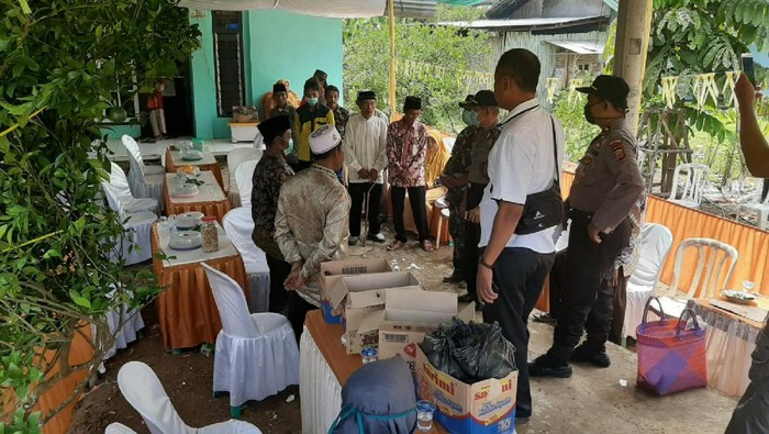 Aparat Bubarkan Pesta Pernikahan di Ciamis