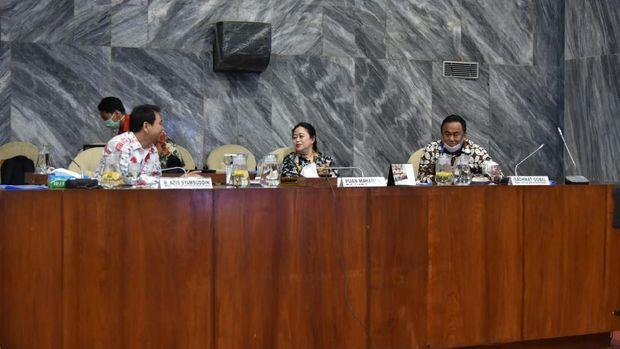 Puan (tengah), Azis (kiri). Rachmad (kanan) di ruang KK II.