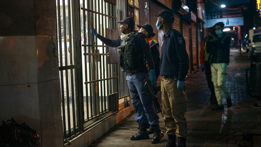 Pemilik Restoran di Afrika Selatan Protes Adanya Jam Malam Akibat Pandemi