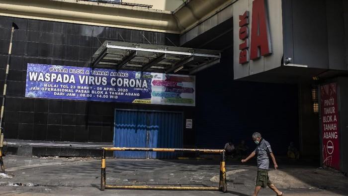 Sebagian Pasar Tanah Abang mulai ditutup Jumat (27/3) ini. Penutupan itu dilakukan guna mencegah penyebaran virus Corona.