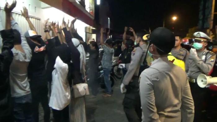 Ratusan Muda-mudi dan Driver Ojol Diamankan ke Kantor Polisi