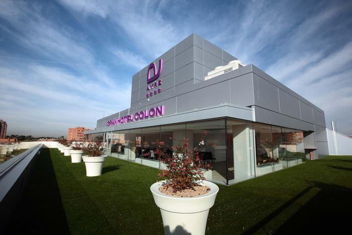 Diberitakan CNN, Kamis (26/3/2020) salah satu hotel yang jadi rumah sakit virus Corona atau COVID-19 adalah Ayre Gran Hotel Colon. Istimewa/Dok. www.ayrehoteles.com.