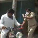 Keras! Polisi India Pukuli Pemotor yang Keluar Saat Lockdown
