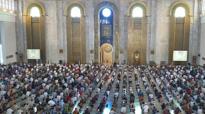 Masjid Sunan Ampel dan Al Akbar Tetap Gelar Salat Jumat