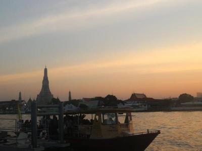 Pesona Wat Arun Di Waktu Senja