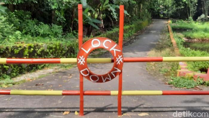 Dusun-dusun di Kabupaten Sleman sudah menerapkan lockdown untuk mencegah virus corona. Mereka menutup akses ke kampung dengan bambu.