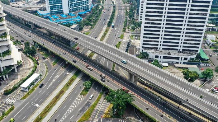 Semakin mewabahnya virus corona pembuat perusahaan dan PNS di Jakarta bekerja di rumah (WFH). Jakarta pun kini semakin sepi.