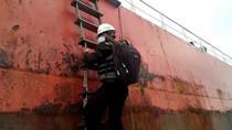 Cerita Tim Medis Cegah COVID-19 Masuki Area Pelabuhan