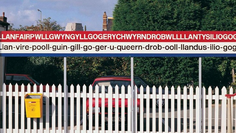 Nama kota Llanfairpwllgwyngyllgogerychwyrndrobwllllantysiliogogogoch, terpanjang di Eropa