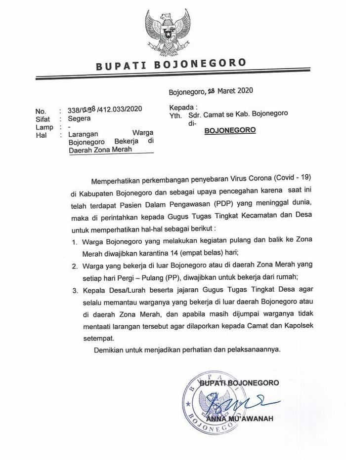 Bupati Bojonegoro Anna Muawanah mewajibkan warga yang berkerja di zona merah corona untuk work from home. Kewajiban itu berlaku untuk warga yang pulang pergi setiap hari.