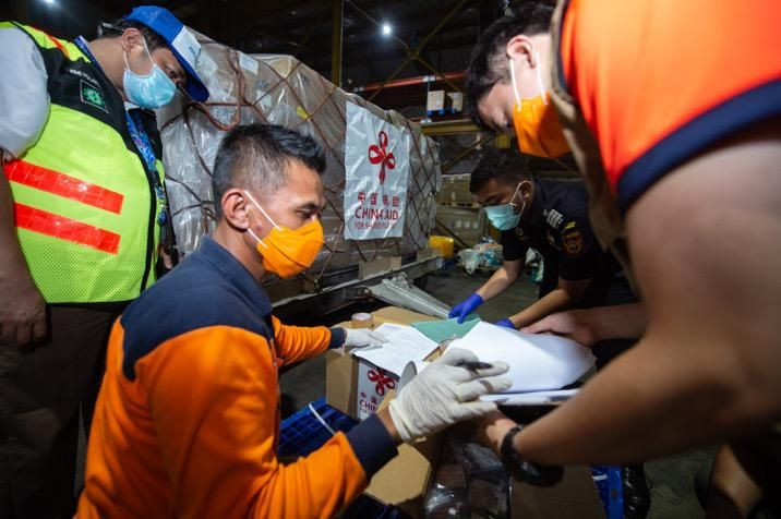 Lawan Corona! Bantuan Dari China Tiba di Indonesia