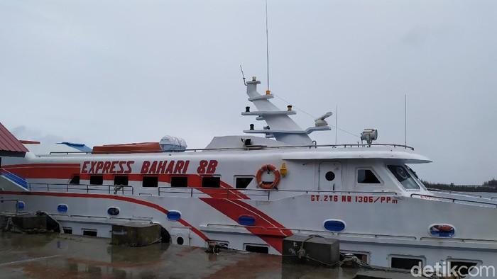 Kapal Cepat yang melayani pelayaran Banda Aceh-Sabang