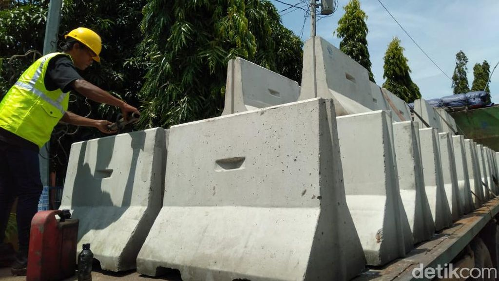 Isolasi Kota Tegal Hari Pertama, Mobil Masih Bisa Terobos Blokade