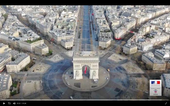 Suasana Paris di hari ke-11 lockdown karena pandemi Corona.