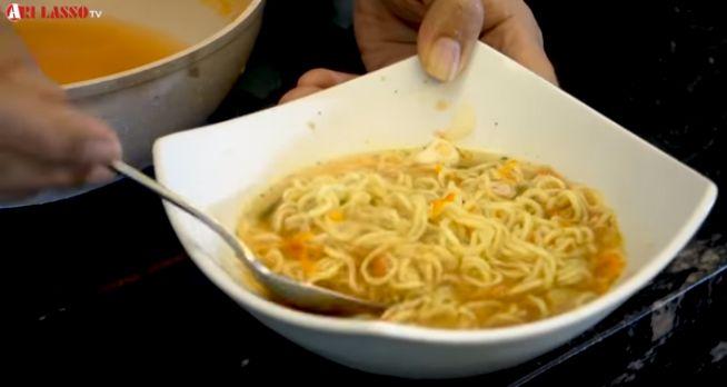 Resep Mie Instan A la Ari Lasso yang Dibuat Saat Tubuhnya Demam