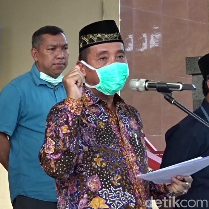 Bupati Rembang, Abdul Hafidz umumkan Rembang KLB Corona, Sabtu (28/3/2020).