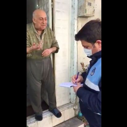 Saat Turki Lockdown, Kakek Ini Minta Tolong Polisi Belikan Kacang hingga Roti