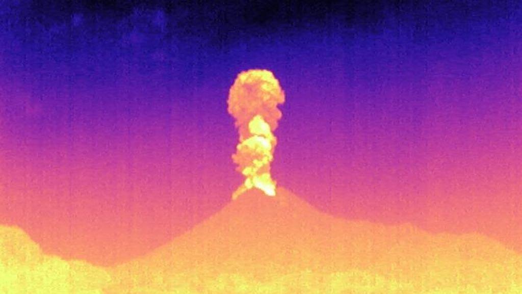 Tinggi Kolom Erupsi Gunung Merapi Malam Ini 3 Km, Angin ke Barat