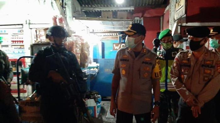 Kapolres Sumedang, AKBP Dwi Indra melaksanakan patroli skala besar di wilayah Sumedang